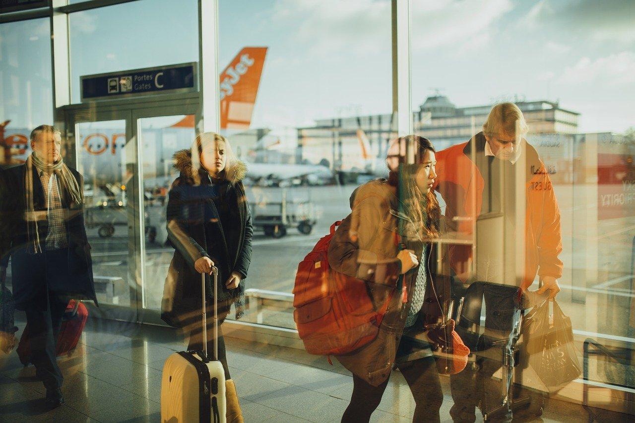 Podróż samolotem? Czy warto ją ubezpieczyć?