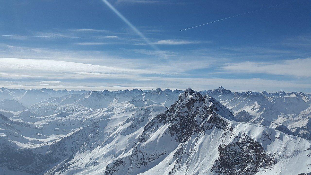 Jak przygotować się do narciarskiego wyjazdu w Alpy?