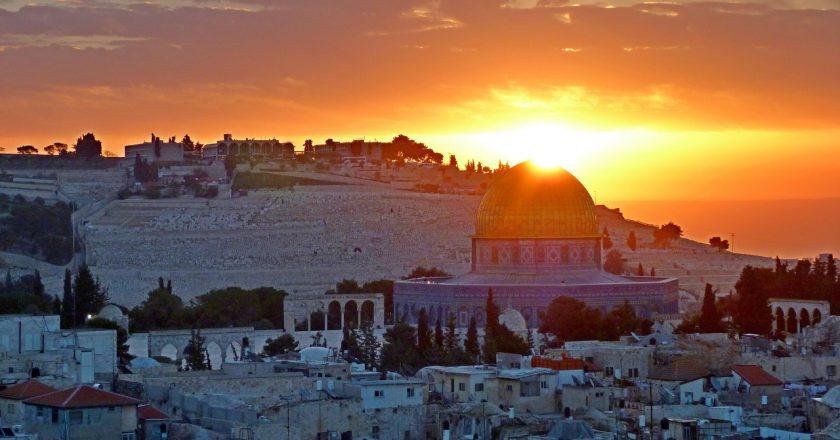 Wybierasz się do Izraela? Dowiedz się na jakie ubezpieczenie się zdecydować